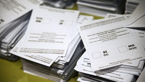 Бюллетени для голосования на избирательном участке в Барселоне во время референдума о независимости Каталонии. 1 октября 2017