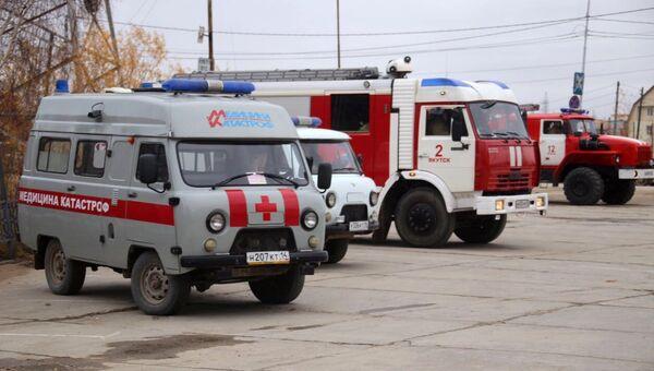 Автомобили медицины катастроф и пожарной службы у здания Якутской ГРЭС. 1 октября 2017