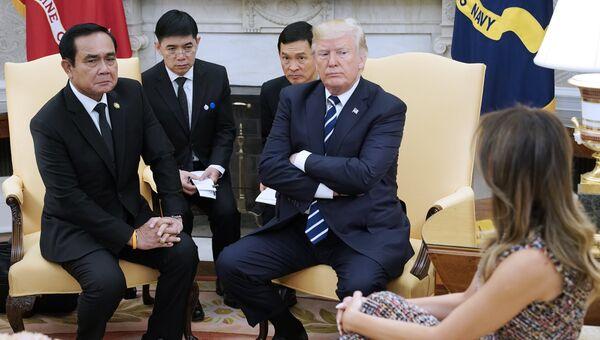 Премьер-министр Таиланда Прают Чан-Оча и президент США Дональд Трамп во время встречи в Белом доме. 2 октября 2017
