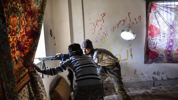 Члены Сирийских демократических сил (SDF), поддерживаемых спецслужбами США, в Ракке. 2 октября 2017