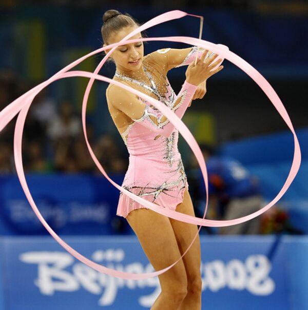 Россиянка Евгения Канаева выиграла золото Олимпиады-2008 в художественной гимнастике