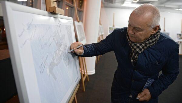 Генеральный директор МИА Россия сегодня Дмитрий Киселев на фотовыставке МИА Россия сегодня в рамках премьеры фильма Салют-7 в кинотеатре Октябрь