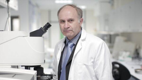 Профессор Сергей Казарян, ведущий эксперт в области вибрационной спектроскопии