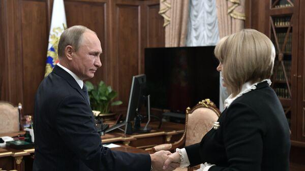 Владимир Путин и председатель Центральной избирательной комиссии РФ Элла Памфилова