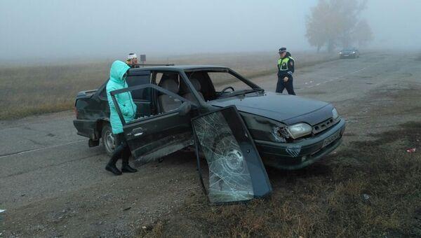 Последствия ДТП вс автомобилем ВАЗ-2115, въехавшем в группу школьников в Башкирии. 13 октября 2017