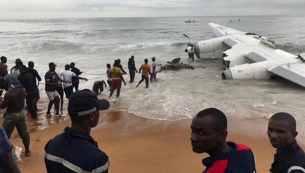 На месте крушения транспортного самолета в в Кот-д'Ивуаре. 14 октября 2017