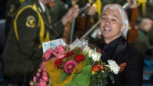 Оперный певец Дмитрий Хворостовский выступает на концерте в Зеленом театре ВДНХ с программой Песни военных лет. Архивное фото