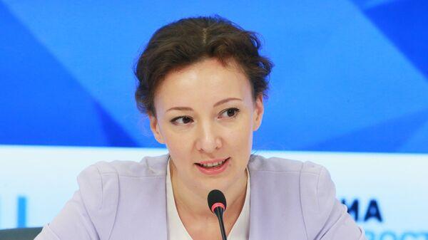 Уполномоченный при Президенте РФ по правам ребенка Анна Кузнецова на пресс-конференции ММПЦ МИА Россия сегодня. 18 октября 2017