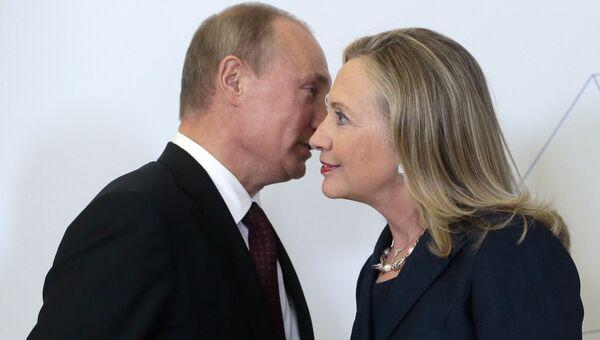 Президент России Владимир Путин и экс-госсекретарь США Хиллари Клинтон во Владивостоке, 2012 год