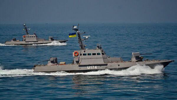 Речные бронекатера Бердянск и Аккерман проекта 58150 Гюрза во время ходовых испытаний в отрытом море. Архивное фото