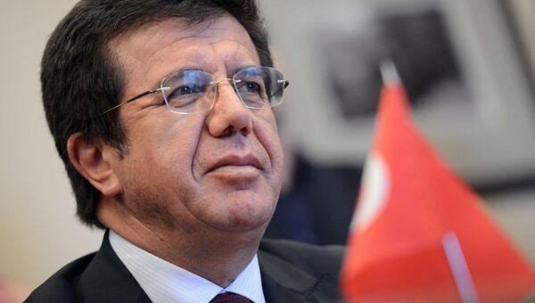 Министр экономики Турции Нихат Зейбекчи. Архивное фото