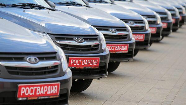 Легковые автомобили Лада Гранта, переданные в служебное пользование подразделениям вневедомственной охраны. Архивное фото