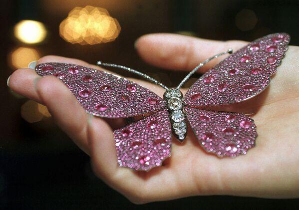 Брошь-бабочка из розового сапфира и бриллиантов