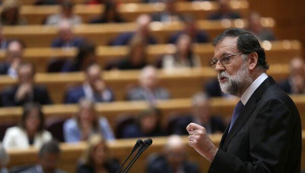 Премьер-министр Испании Мариано Рахой во время выступления в сенате. 27 октября 2017