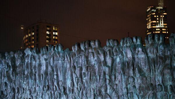 Мемориал Стена скорби на проспекте Академика Сахарова в Москве, посвященный жертвам политических репрессий. 30 октября 2017