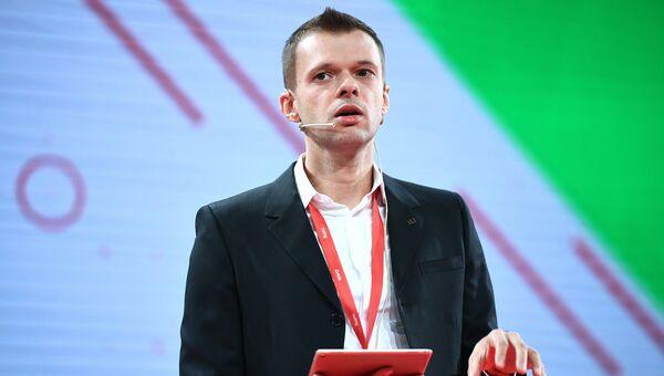 Сергей Плуготаренко выступает на открытии Russian Internet Week. 1 ноября 2017