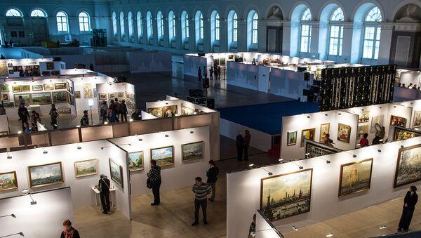Посетители на выставке в Центральном Манеже. Архивное фото