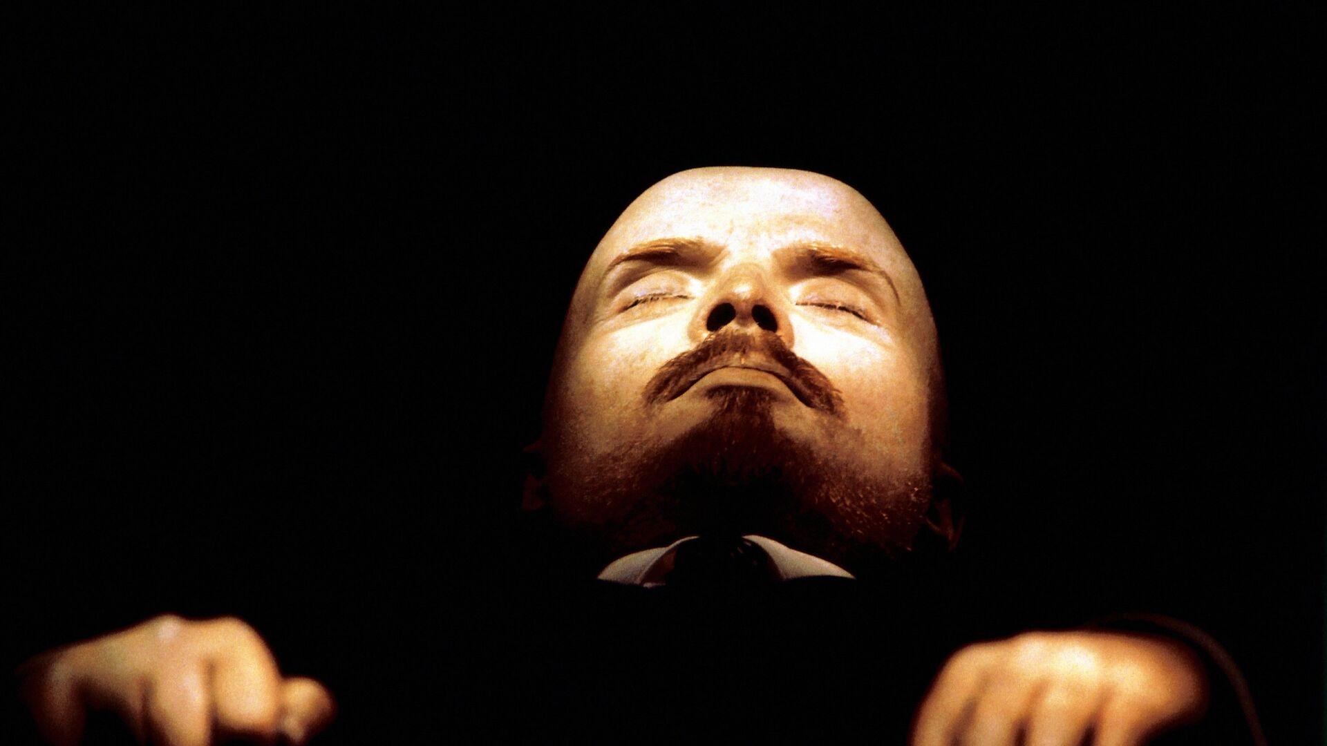 Бальзамированное тело В.И.Ленина в мавзолее в Москве - РИА Новости, 1920, 16.09.2020