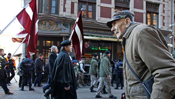 Участники марша ветеранов СС и их сторонников в Риге