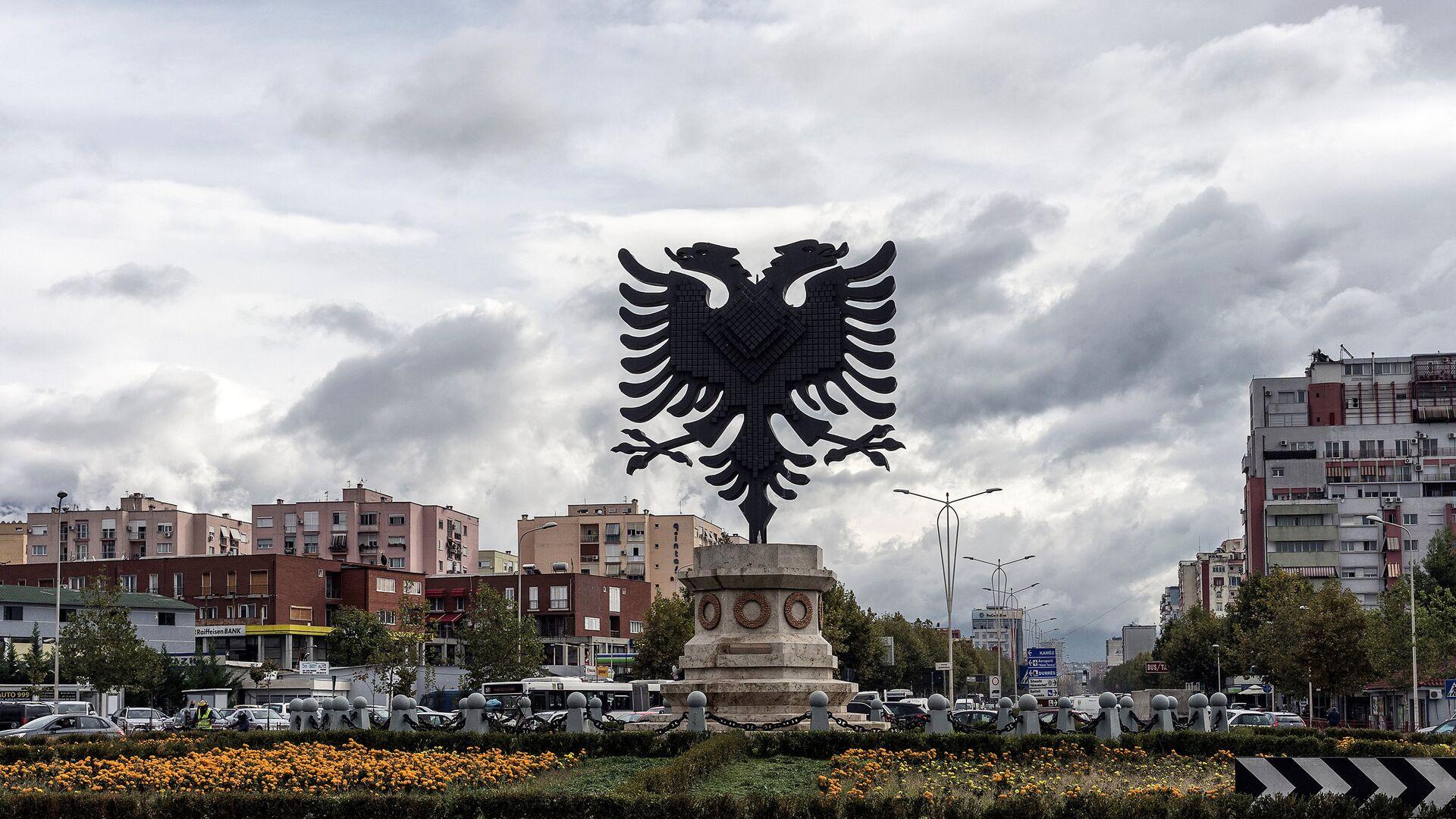 Герб Албании на одной из площадей в Тиране - РИА Новости, 1920, 21.01.2021