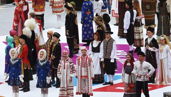 Артисты на митинге-концерте Россия объединяет! на большой спортивной арене Лужники в Москве. 4 ноября 2017