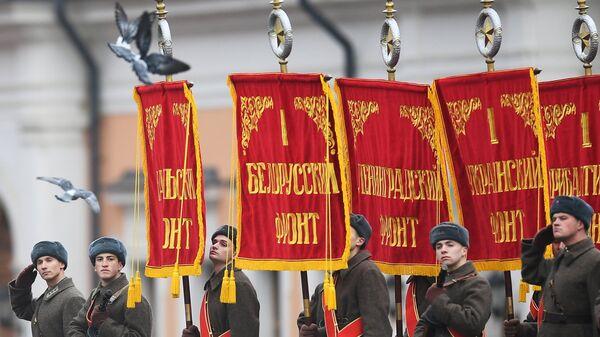Генеральная репетиция марша, посвященного 76-й годовщине парада 1941 года, на Красной площади в Москве. 5 ноября 2017