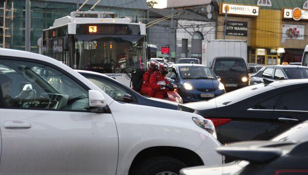 Транспортный затор на Таганской площади в Москве