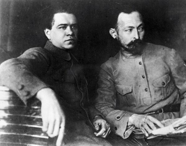 Феликс Дзержинский, председатель ВЧК при СНК РСФСР и его заместитель Яков Петерс