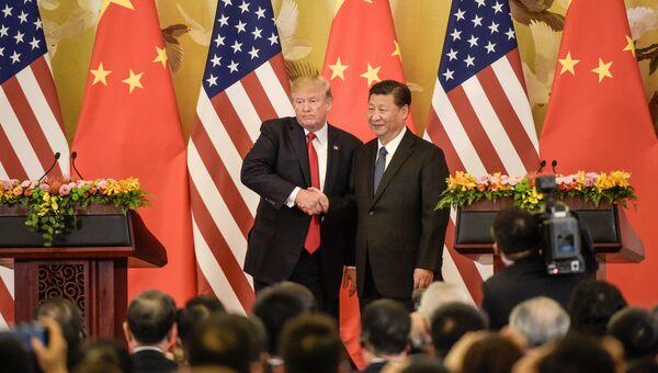 Президент США Дональд Трамп и председатель Китая Си Цзиньпин. Архивное фото