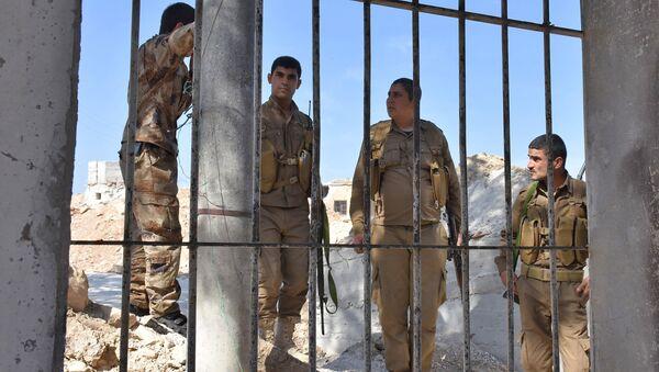 Бойцы отряда народной самообороны (YPG) в городе Африн недалеко от границы Сирии и Турции
