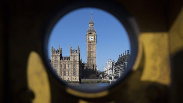 Вид на Вестминстерский дворец в Лондоне