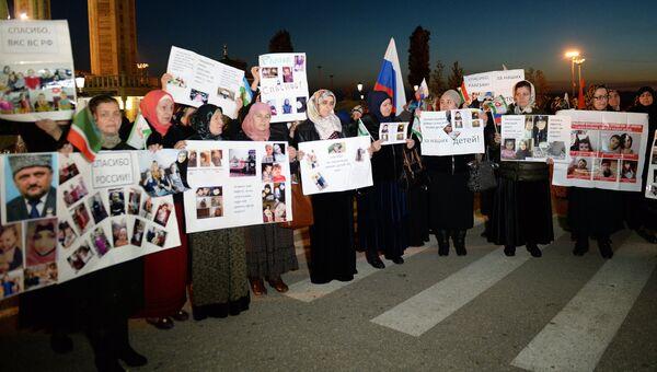 Женщины из России во время встречи российских детей, возвращенных из Сирии и Ирака. Архивное фото