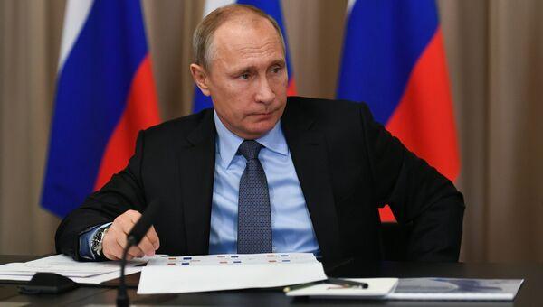 Владимир Путин проводит совещание по вопросам развития электроэнергетики. Архивное фото