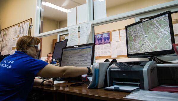 Сотрудники на подстанции скорой и неотложной медицинской помощи. Архивное фото
