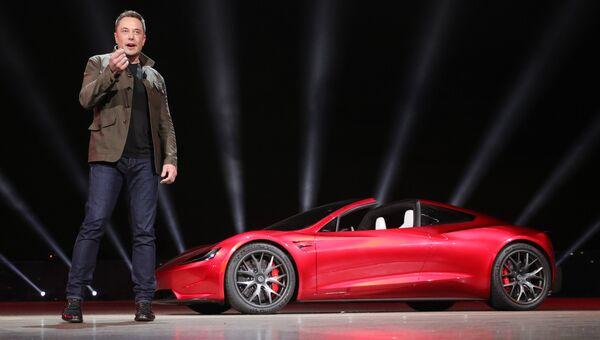 Глава компании Tesla Илон Маск на презентации автомобиля Roadster 2. Архивное фото