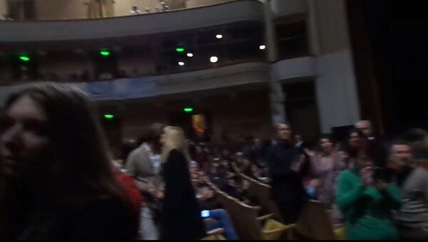 срыв концерта Райкина радикалами в Одессе сняли на видео