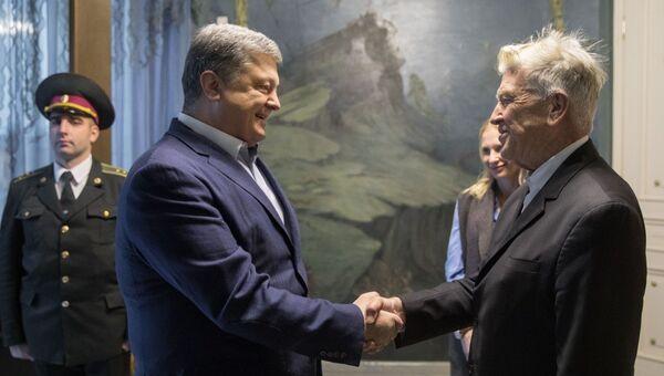 Президент Украины Петр Порошенко провел встречу в Киеве с американским кинорежиссером Дэвидом Линчем. 18 ноября 2017