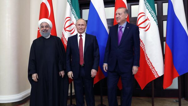 Президент РФ Владимир Путин, президент Ирана Хасан Рухани и президент Турции Реджеп Тайип Эрдоган во время встречи. 22 ноября 2017