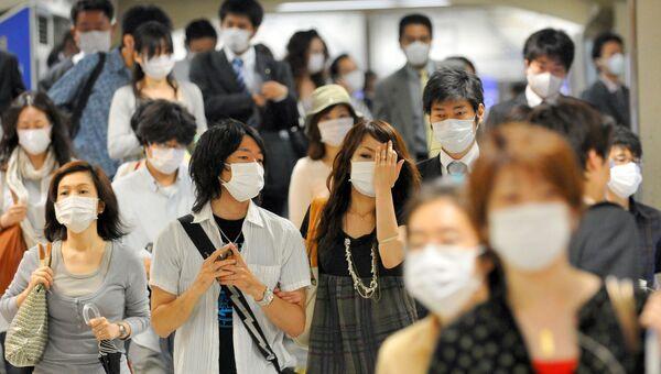 Жители Кобе в медицинских масках во время эпидемии гриппа в Японии. Архивное фото