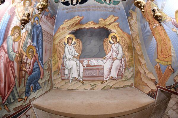 Погребенное ложе Христа Спасителя в кувуквии Воскресенского храма на территории Ново-Иерусалимского мужского монастыря
