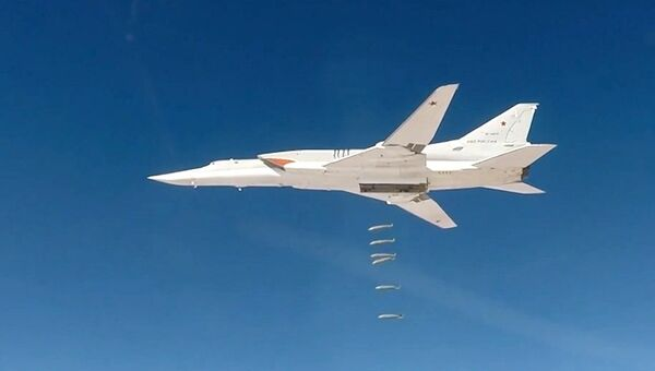 Дальние бомбардировщики Ту-22М3 нанесли авиационный удар по объектам террористов ИГИЛ (запрещена в РФ) в Дейр-эз-Зоре. 26 ноября 2017