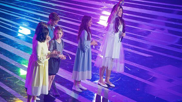 Российская певица Полина Богусевич на церемонии награждения после окончания выступления в финале конкурса Детское Евровидение - 2017 в Тбилиси