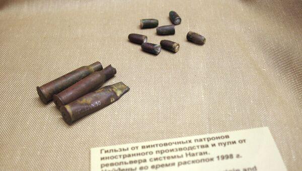 Гильзы и пули, обнаруженные в Ганиной Яме и в Поросенковом логу (первое и второе захоронения царских останков), которые были выпущены из того же нагана, который использовался при расстреле царской семьи в доме Ипатьева