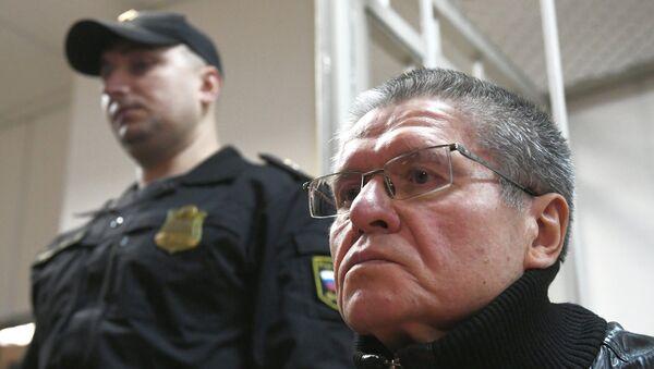 Экс-министр экономического развития Алексей Улюкаев в Замоскворецком суде во время слушаний по его делу. 27 ноября 2017