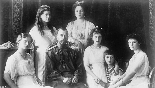 Император Николай II с семьей. Архивное фото