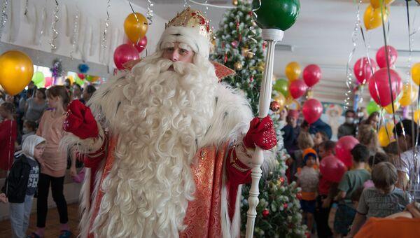 Дед Мороз из Великого Устюга в детской больнице, Архивное фото