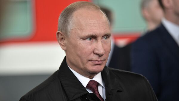 Президент РФ Владимир Путин во время посещения депо на железнодорожной станции Москва-Киевская. 29 ноября 2017