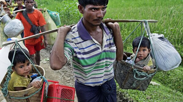 Беженцы рохинджа прибывают в лагерь Балухали на границе Мьянмы и Бангладеш. Архивное фото