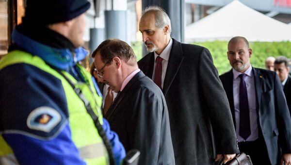 Глава сирийской правительственной делегации Башар Джаафари во время мирных переговоров в Женеве