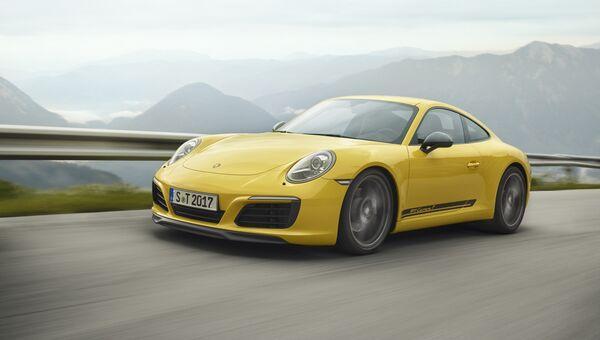 Автомобиль Porsche 911 Carrera T. Архивное фото